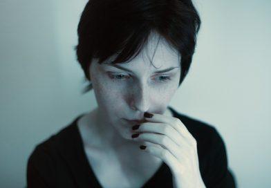 Studie findet, die Anwesenheit einer anderen person vermindert Angstreaktionen bei Frauen